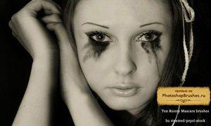 Кисти размазанный макияж глаз